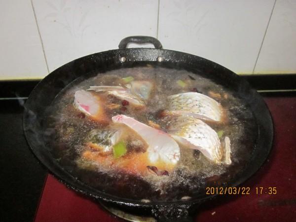 炖草鱼怎么炒