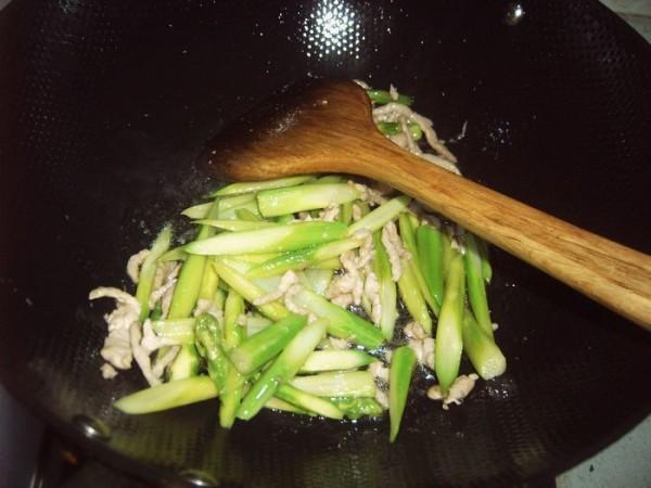 芦笋炒肉怎么做