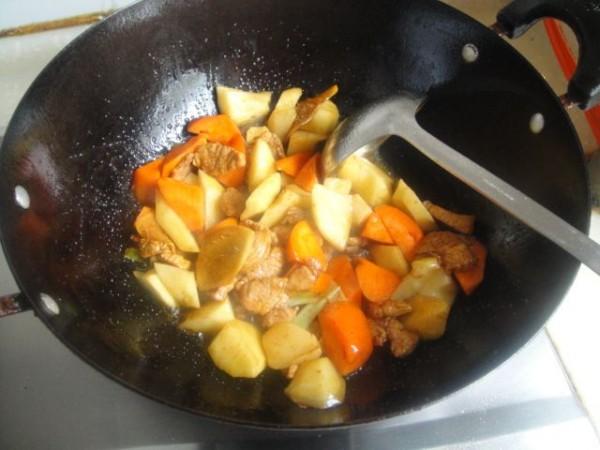 猪肉炖土豆胡萝卜怎么做