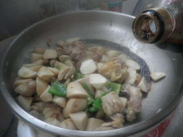 杏鲍菇烧鸡块怎么煸