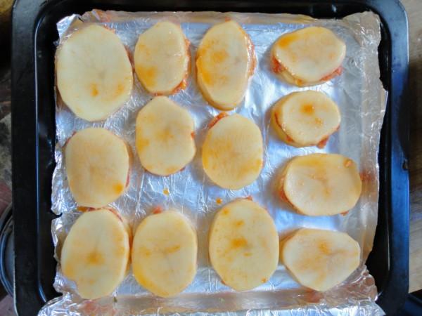 新奥尔良料烤土豆小肉饼怎么炒