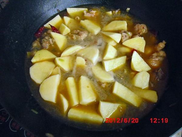 土豆炖鸡怎么做