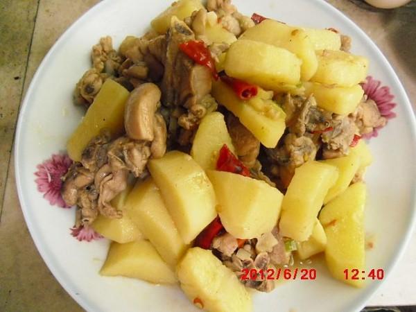 土豆炖鸡怎么炒