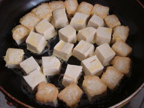 金枪鱼咖喱豆腐的家常做法