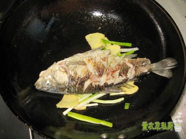 鲫鱼炖豆腐怎么炒
