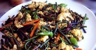 辣炒蕨菜鸡蛋的做法