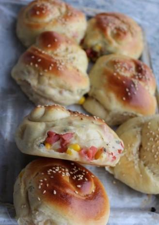海苔火腿玉米面包的做法