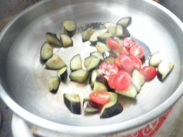西红柿青椒炒茄子怎么做
