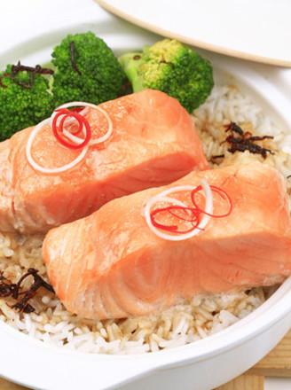 三文鱼煲仔饭的做法