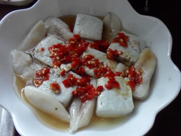 剁椒臭豆腐蒸目鱼蛋的做法图解
