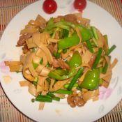 蒜苔青椒炒豆腐皮