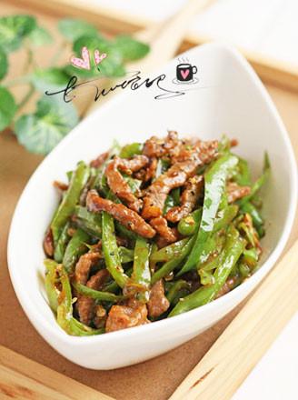 杭椒黑椒汁烩牛柳的做法