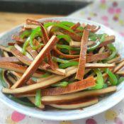 黄糯米饭怎么做青椒拌香干的做法