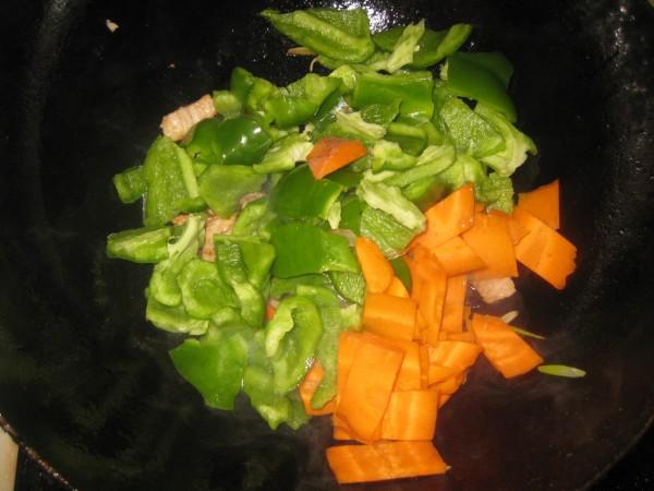青椒胡萝卜炒肉怎么炒