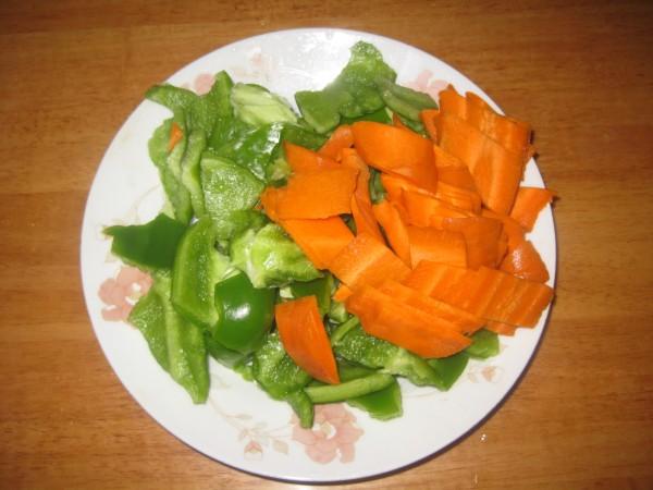 青椒胡萝卜炒肉的做法图解