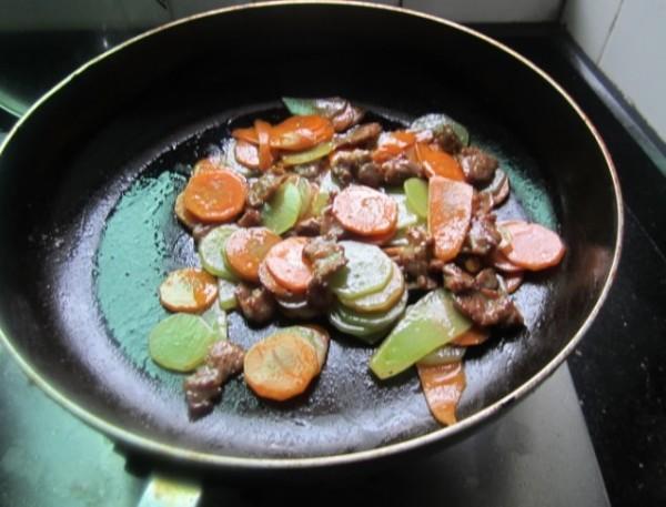 甘莴笋炒肉片怎么煸