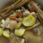 黄花菜板栗煲鸡