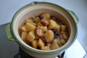 五花肉炖土豆怎么炖