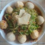 鸡肉丸煮豆苗