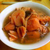 莲藕菌菇大骨汤