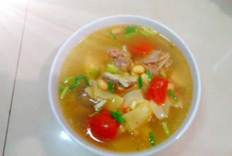 番茄黄豆竹笋排骨汤的做法