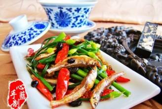 韭菜花炒火焙鱼