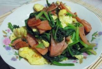 菠菜香肠炒鸡蛋的做法