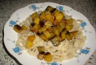 土豆茄子肉丁打卤手擀面的做法
