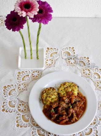 茄汁牛腩与烤土豆饼的做法