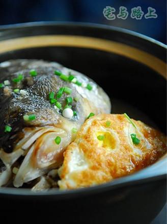 荷包蛋鱼头汤的做法