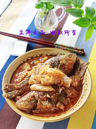 辣白菜煎燜鯽魚的做法