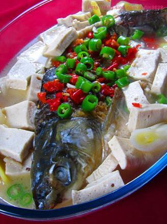 湖乡豆腐炖鱼的做法