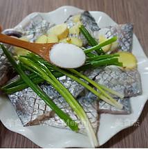 黑胡椒干煎带鱼的做法大全