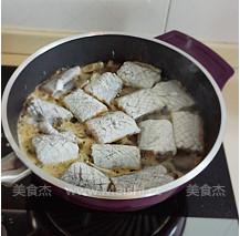 黑胡椒干煎带鱼的家常做法