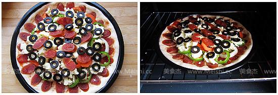腊肠黑橄榄披萨怎么煮