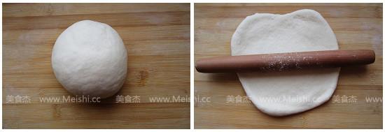 腊肠黑橄榄披萨的做法图解