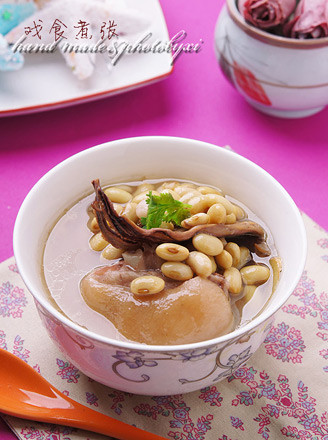 墨鱼黄豆炖猪蹄的做法
