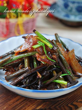腊肉炒蕨菜的做法