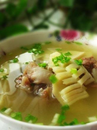 春筍大骨湯的做法