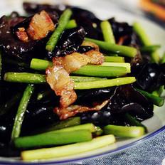 黑木耳炒蒜苔五花肉