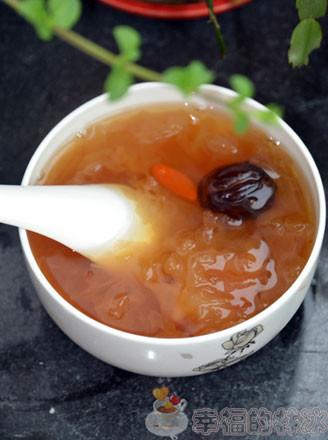 银耳皂角米红枣梨汤的做法