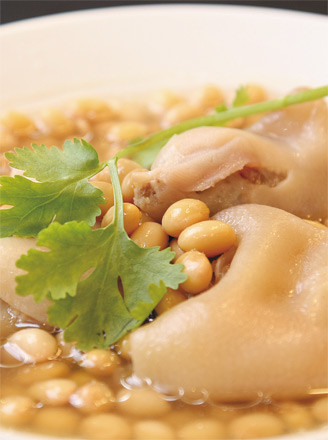 黄豆猪脚汤的做法