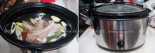 东北酸菜炖猪肉的简单做法