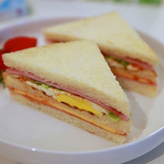 火腿鸡蛋三明治