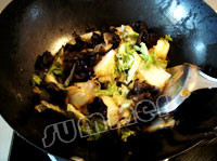 白菜炒木耳怎么吃