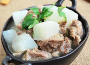 萝卜炖牛腩砂锅