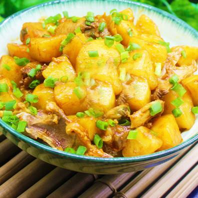 土豆炖鸡骨