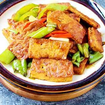 辣椒焖豆腐