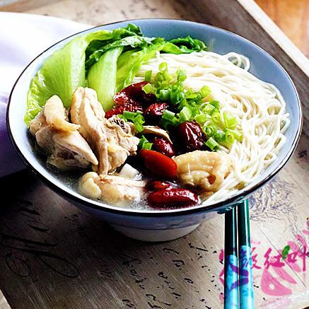 鲜美 红枣鸡汤拌面