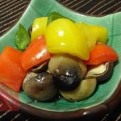 青红黄椒炒草菇